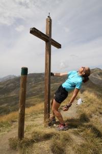 """agnès hervé prend une pose """"inspirée"""" lors d'une sortie sur les sommets"""