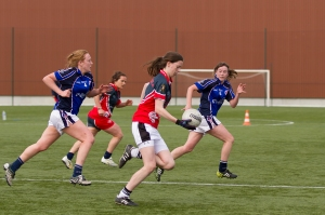 le football gaélique a sa compétition féminine en France.