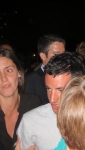 Kilian Jornet, assailli par ses admirateurs à Paris, le 1er octobre dernier.