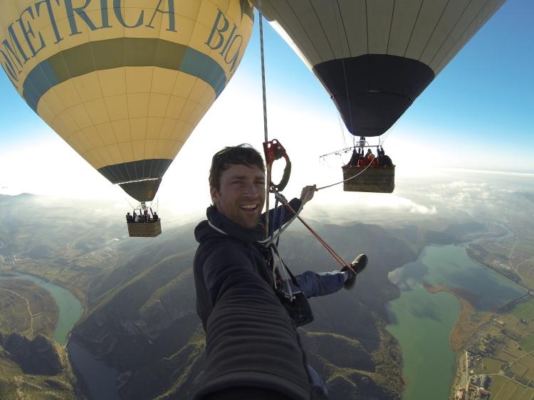 Sébastien Montaz en ballon au dessus de l'espagne - credit www.sebmontaz.com