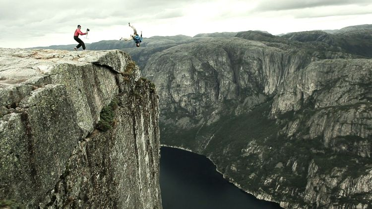 "lors du tournage du film "" i believe i can fly"" - credit www.sebmontaz.com"